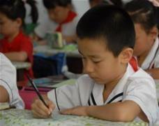 鼓励式教育,如何对待容易写错字的孩子?