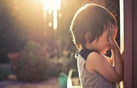 作为学习能力培训师,每每接待家长后心情都很复杂:心疼家长们对孩子的无怨无悔的付出;心痛的是家长们没有找到合适的方法帮助孩子,在孩子的成长过程中错过了最佳的改善时期;更心痛的是求助无门的家长们给孩子吃西药,吃中药,试图通过药物来改善孩子的注意力,但是结果呢?接下来讲讲我带过的孩子的故事。